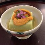 日本料理 太月 - 空豆ごま豆腐 生雲丹 花穂 割り出し汁アップ 2015-3
