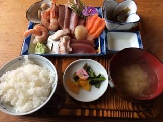 男鹿海鮮料理 三代目ほたる - 特刺身定食 1000円