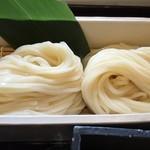 谷屋 - 太麺と細麺