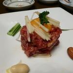 大将軍 - 黒毛和牛ユッケ刺し(880円)日本で一番最初に牛肉の生食を厚生労働省から許可を受けたそうです。