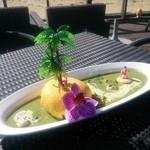 ステラビーチカフェ - ■南国ステラ島オムカレー  ガーリック風味のシュリンプピラフのオムライスにグリーンカレーをかけて。 見た目にも楽しい、オムカレー。