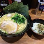 壱角家 - 醤油ラーメンとご飯