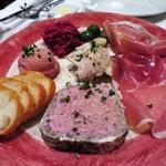 マション - MACHON特製前菜盛り合わせ  パテ・ド・カンパーニュ  鶏白レバーのムース  芋豚のリエット  紫キャベツのマリネ  オリーブ(ラロッカ)  自家製きゅうりのピクルス  イタリア産生ハム