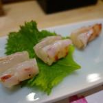 まとゐ鮨 - 車海老のタタキ。軽く炙っただけ?でも甘さが引き立って高い満足感を得られます。