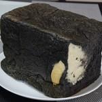 パン・ド・オセロ - 料理写真:竹炭パンハーフ616円