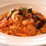 DINING ROOM IN THE MAIKO - 海老と茄子のトマトソースタリアテッレ(ランチ)