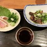 楽 - 980円セット(税抜き)の赤どりのタタキと、肝とかズリとか煮たの。