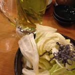 一軒め酒場 - 塩キャベツと緑茶割り