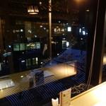 柿安 三尺三寸箸 - 店内・カウンター席から臨む大階段イルミネーション