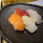 柿安 三尺三寸箸 - にぎり寿司