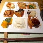 柿安 三尺三寸箸 - 料理ひと皿・一例(唐揚げ、肉団子、豆腐類、おばんざい等)