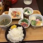 キッチンさかば くいきち - よりどり小鉢定食で小鉢700円分の4つを選択