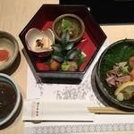 36055518 -                          前菜三種盛り、六角の器で提供される                         小鉢は鳥刺しと鳥もつ、明太子などなど