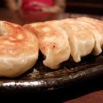 麺処たちばな - 餃子5個 ¥350