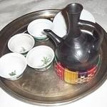 アディス - エチオピア・コーヒーのポットとカップ
