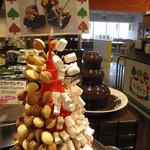 ママトコ with 絆ファクトリー - お菓子タワー、マシュマロやカステラも食べ放題(チョコフォンデュをかけて!)tower of snacks including marshmallow and sponge cakes
