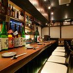 まごころ いし井 - カウンターで店主と日本酒トーク。