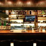 まごころ いし井 - 自慢の日本酒が店内には並んでいます