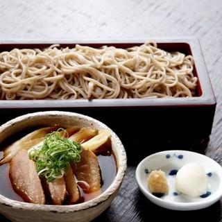 平日ランチは14:15L.O!日替わり蕎麦と小丼セットが人気
