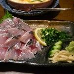 和ノ嘉 - あればラッキーなあじ刺。脂ののったプリプリ食感で、出されたとたんになくなる人気。