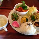 ごはんカフェ 鈴家 - 料理写真:ランチ 1020円