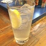 立ち飲み とっちゃん - カーホローディング中なのでクエン酸摂取のためレモンサワー‼️