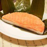 高田屋 - 「はんぶんこ」高田屋の鱒の寿司。