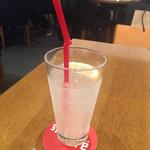 36099481 - 飲み会前のレモンジュース。さっぱりしていて美味いが、高い。