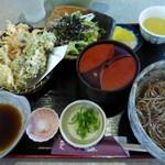 36099499 - 春限定、春野菜と白魚のてんぷらそばセット@1,330