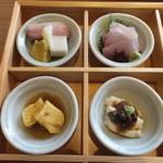 豆まる - 生麩・鴨・はも板・かんぱちのお造り・出汁巻鶏そぼろ餡・生湯葉に醤油豆