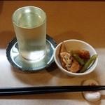 かっちゃん - 美味しい突き出しと、七本鎗 搾りたて生酒