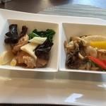 chuugokuryouritouri - 春野菜と甲イカの藻塩炒め、鶏肉の梅風味蒸し(セレクトランチ¥2,300)