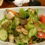 カラハナ - キウイとシーフードのサラダ