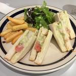 36108158 - 海老とアボカドのサンドイッチ