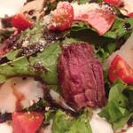 イタリアンバルLocco - 厳選和牛のタリアータ サラダ仕立て