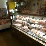 パステール・ボニータ - 小さなお店にケーキがいっぱい