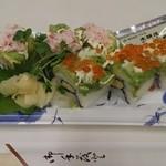 東信水産 - アボガドサラダ巻き