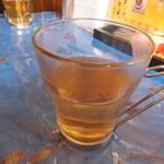 マーモニ - お水ではなくインドっぽいお茶が出ました