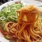 新福菜館 - 麺はこんな感じ ストレート太麺