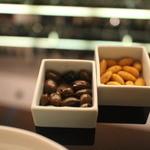 BVLGARI Il bar - お通し、チョコレートとナッツ