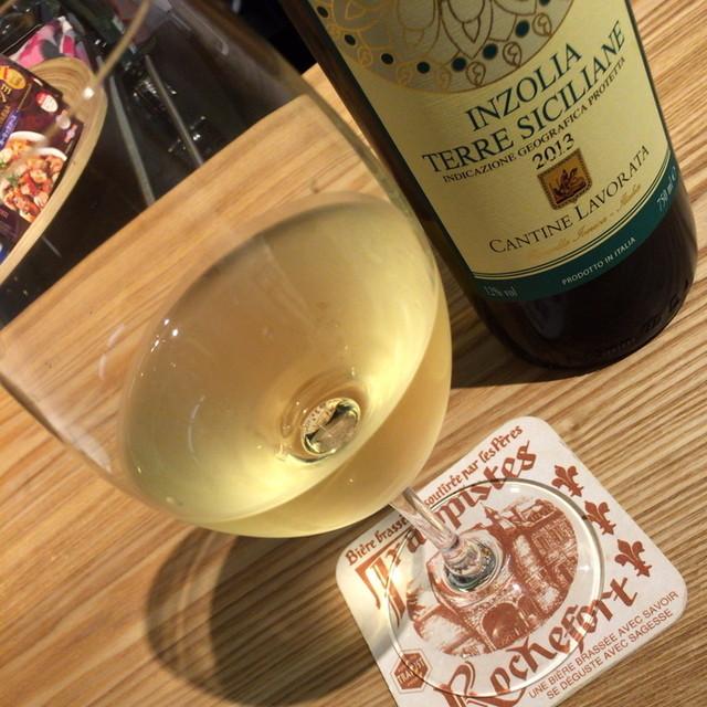 ワインバー ドゥ - ハッピーアワーのグラスワイン白『カンティナ・ラヴォラータ・インツォリア』(350円)2015年3月