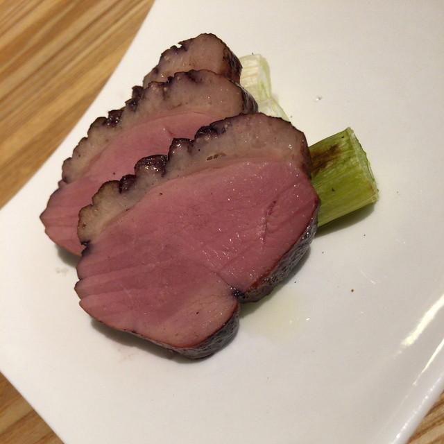 ワインバー ドゥ - ハッピーアワーの鴨肉のロースト(250円)2015年3月