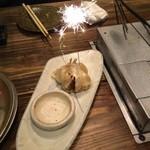 もつ炊き 大衆焼肉 赤井 - ニンニク爆弾