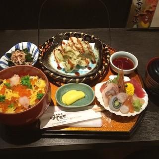はしもと - 宮城県本吉郡南三陸町の南三陸さんさん商店街にある創菜旬魚はしもとで夕食。 キラキラ春つげ丼を食した。 税込1620円。