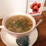 ワタナベナンバン - この日の具だくさんスープはコンソメベースでした。