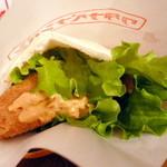 ワタナベナンバン - ささみチーズカツサンドをコチュジャンタルタルソースで。カツはサイズが大きくて食べごたえあり。ササミとチーズの相性も抜群なのでリピ決定です!
