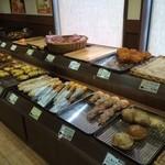36126314 - 店内のパン