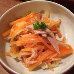フクロウ餃子 - ニンジンとツナのサラダ