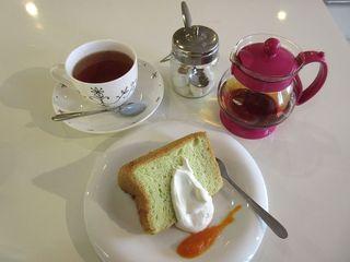 カフェやさい+ - ほうれん草のシフォンケーキ、紅茶(2015/03/21撮影)