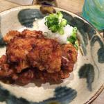 沖縄料理 新風 - 鳥のから揚げ シークワサーのソースで 820円